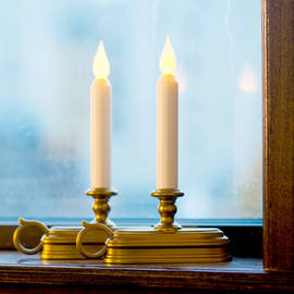 Electric window candles and christmas candelabras - Christmas window sill lights ...